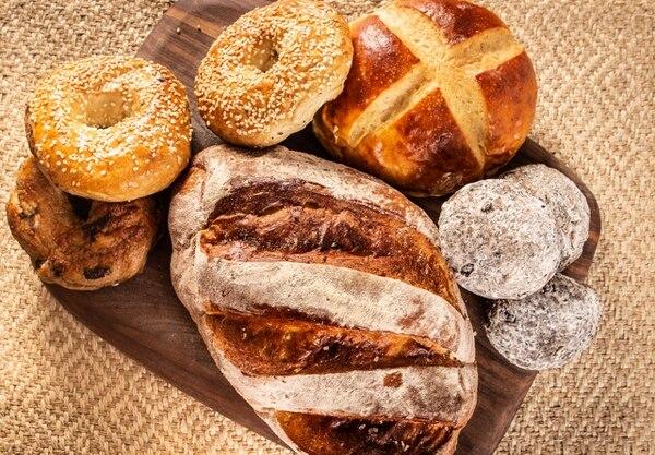 Aarón Porras y Carolina Mata, fundaron la panadería artesanal La 44. Foto cortesía Grettel Monge.