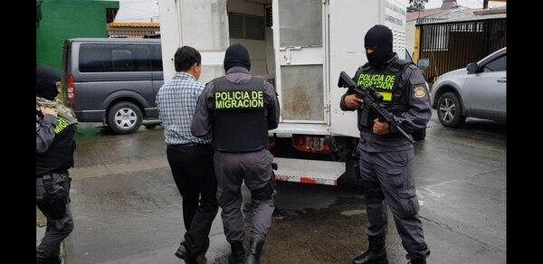 El abogado de apellido Hernández de 54 años fue detenido en Cartago. Foto de Policía de Migración