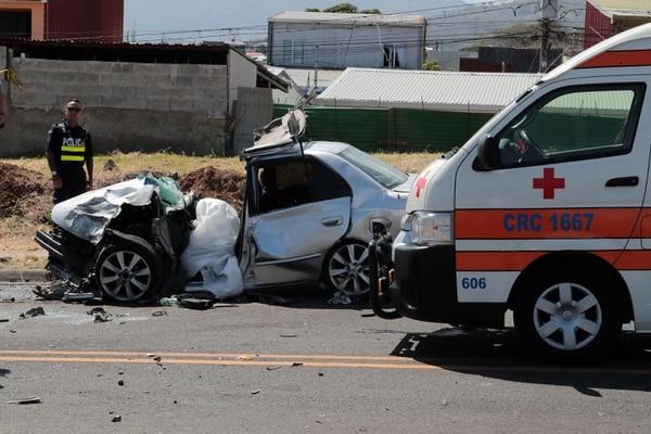 Las autoridades piden respetar los límites de velocidad aunque vayan pocos carros en la ruta. Foto: Alonso Tenorio.