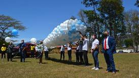 Con sirenas, música y globos recordaron a los 344 fallecidos por covid-19 en el Ceaco