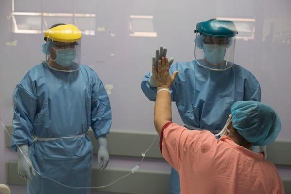 Los médicos aseguran que los pacientes no deben sentir miedo ni vergüenza por creer que tienen la enfermedad o que estuvieron cerca del algún enfermo. Foto: Cortesía