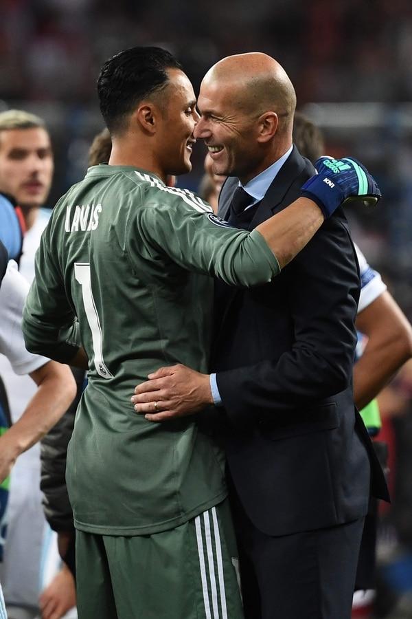 Zidane siempre confío en el tico Navas y él le respondió alzando tres orejonas. La vuelta del francés no garantiza la titularidad de Keylor, pero... Foto AFP.