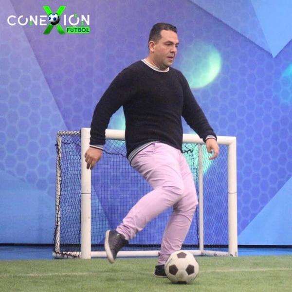 Pablo Guzmán se mandó a la cancha en Conexión Fútbol. Foto: Facebook Conexión Fútbol