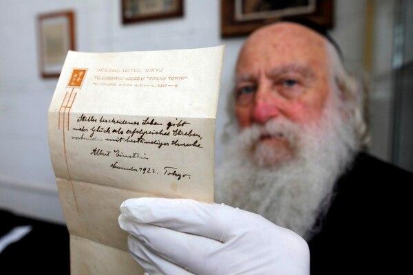 Este pedacito de papel fue valorado en ese platal. Foto: AFP PHOTO / MENAHEM KAHANA