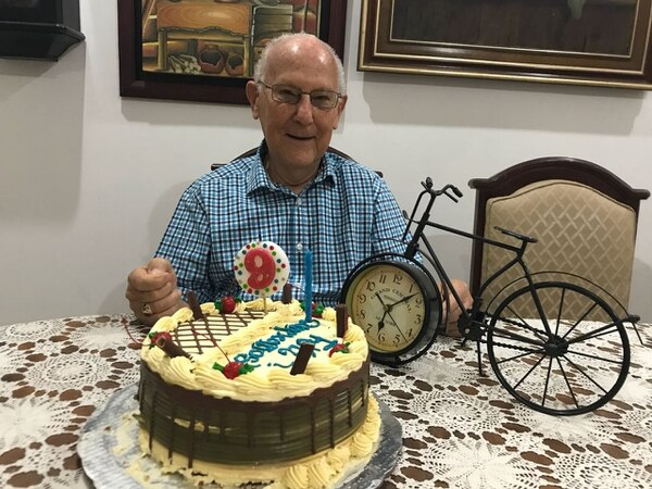 Don Hernán Araya cumplió los 91 años el 7 de junio, o sea, casi que se regaló el viaje de cumpleaños. Foto: Marcelo Poltronieri
