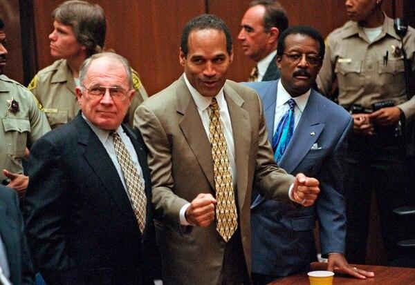 OJ celebró el 3 de octubre de 1995 cuando lo declararon no culpable por la muerte de su exesposa Nicole Brown y el amigo de ella, Ron Goldman. AP