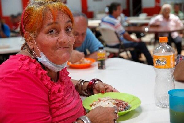 La Asociación Obras del Espíritu Santo recogerá diarios de comida para seguir ayudando en todos los Walmart. Foto: Mayela López