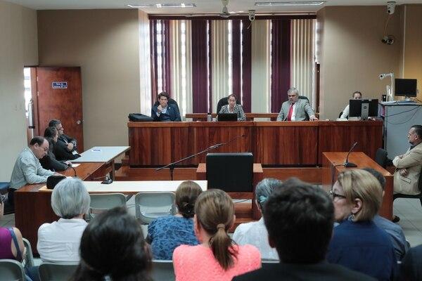 La sala de juicio se llenó debido a que asistieron un montón de allegados de la víctima y de la acusada. Foto: Alonso Tenorio.