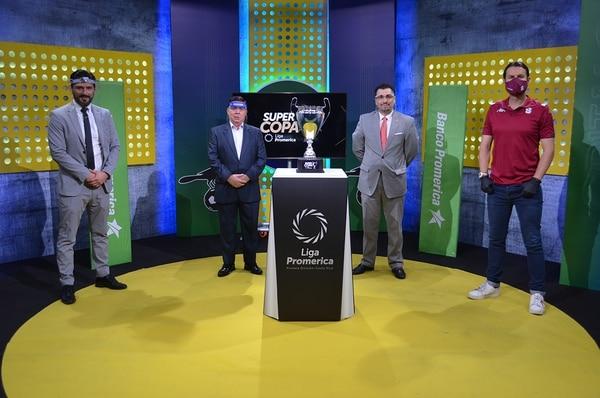 La nueva Super Copa de Unafut fue presentada este viernes con un trofeo muy similar a la de la Champions League