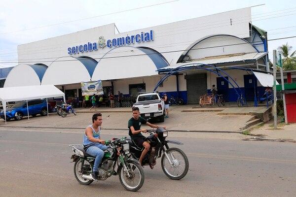 El negocio del patrón es de los más grandes. Además prácticamente todos los motociclistas andan sin casco. Foto: Rafael Pacheco