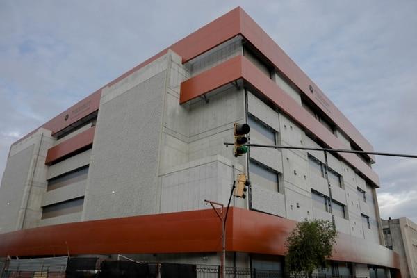 La Torre Este del Hospital Calderón Guardia, que se desean países de primer mundo, estará al servicio de la guerra contra el Covid-19. Cortesía.