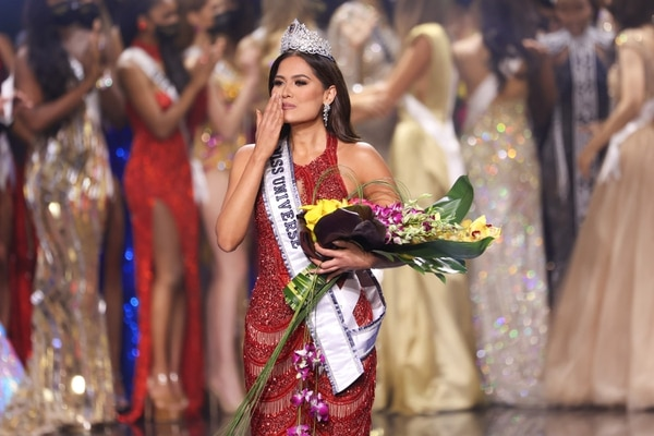 HOLLYWOOD, FLORIDA - MAY 16: Miss Mexico Andrea Meza is crowned Miss Universe 2021 onstage at the Miss Universe 2021 Pageant at Seminole Hard Rock Hotel & Casino on May 16, 2021 in Hollywood, Florida. Rodrigo Varela/Getty Images/AFP == FOR NEWSPAPERS, INTERNET, TELCOS & TELEVISION USE ONLY==