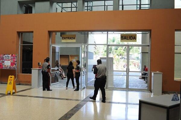 La directora del hospital de Alajuela dice que la paciente fue atendida según los protocolos. Foto: Jorge Navarro.