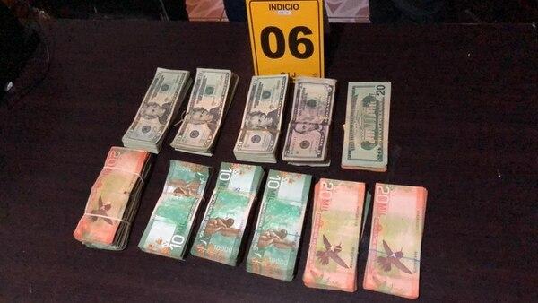 Los agentes les decomisaron ¢30 millones y $11 mil en efectivo. Foto: OIJ.