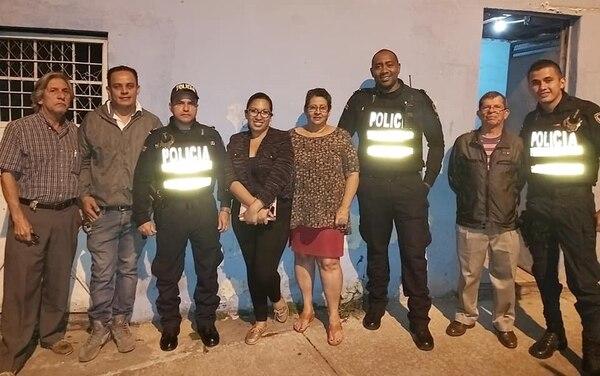 Desde hace un año los vecinos y los policías están coordinando el proyecto. Foto: Cortesía de Angie García.