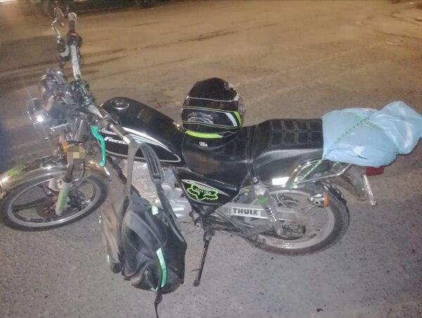 Aparentemente el hombre nunca se quitaba el casco y tapaba la placa de la moto con una bolsa. Foto: Reyner Montero.
