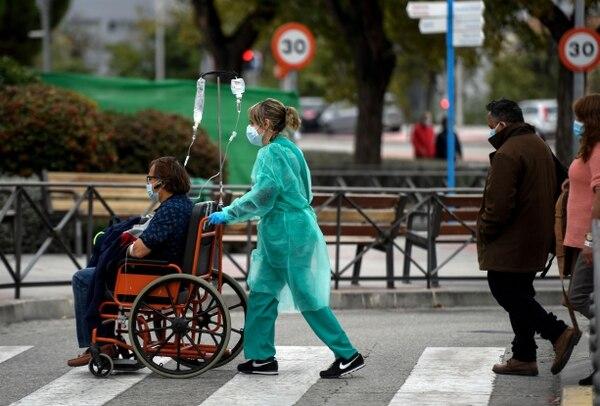 La pandemia debe verse con otros ojos, según los especialistas. (Photo by OSCAR DEL POZO / AFP)