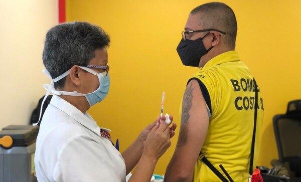 Estamos en el primer grupo de vacunados contra el covid-19 en nuestro país. Foto: Presidencia.