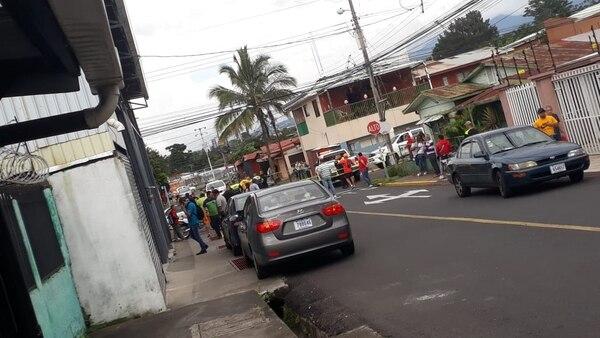 El cuerpo del supuesto ladrón quedó dentro de un carro. Foto: Cortesía.