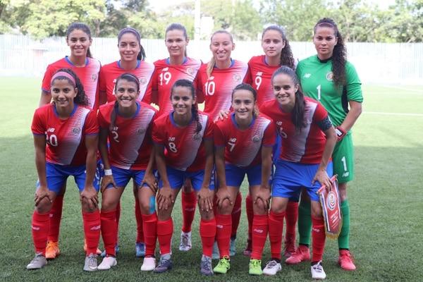 Ellas saben que están usando uniforme con modelo viejo, pero eso nunca le ha importando al fútbol femenino, en Barranquilla: dos partidos dos triunfos y en semifinales. Comité Olímpico Nacional.