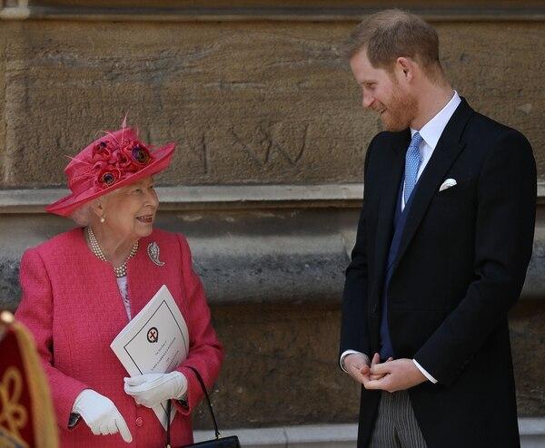 Reina Isabel se reunirá con sus familia este lunes para hablar de la decisión del príncipe Harry y su esposa. AFP