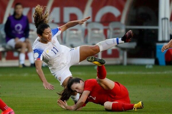 Allysha Chapman fue una de las que jugó de gratis por entradas como estas contra Raquel Rodríguez. Foto: AP