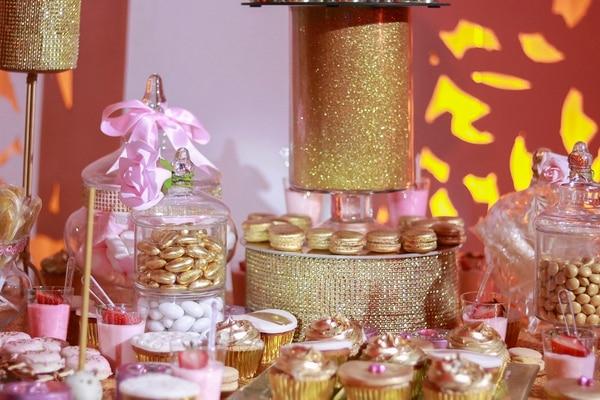 Esta fue la mesa de dulces que les tenían a los invitados. Foto: Lilliam Arce