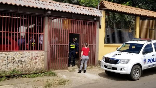 La pareja fue detenida la tarde del miércoles en Tuetal Sur de Alajuela. Foto: Francisco Barrantes