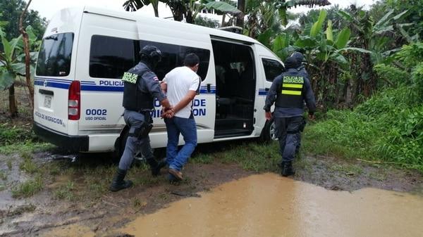 Las autoridades desarmaron la banda por medio de 3 allanamientos en Upala. Foto Migración.