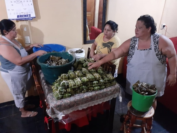 La familia de Karolay es conocida por su buena cuchara por eso se ayudarán con las comidas, Foto: Cortesía para La Teja