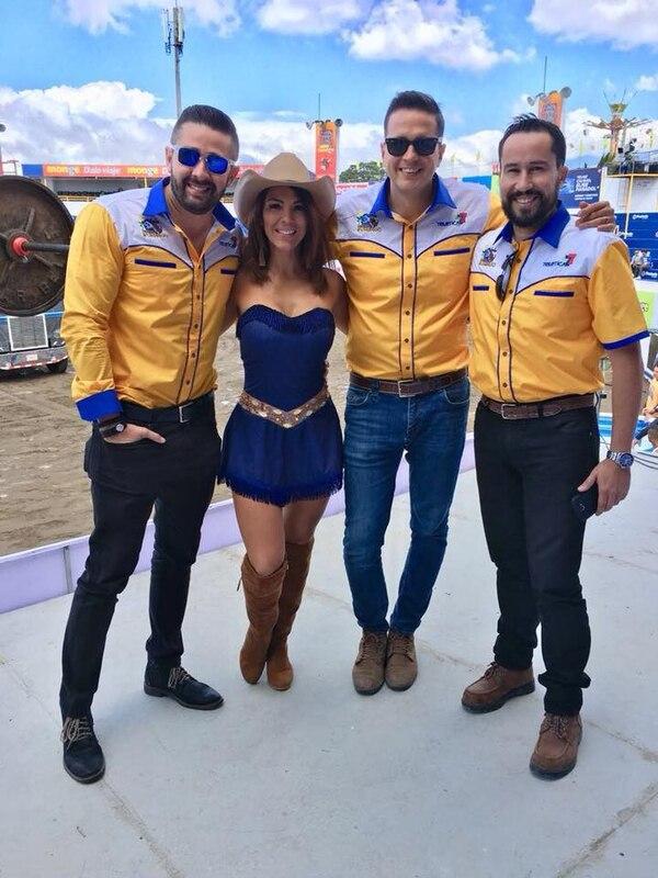 Marcela tiene a cargo un concurso de baile donde hace suspirar a muchos presentes y televidentes de Los Toros. Cortesía.