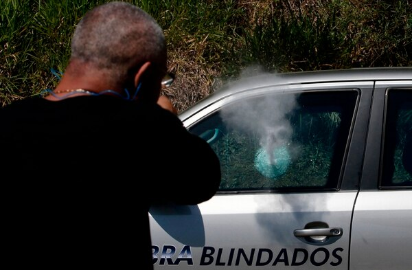 En Brasil habría unos 150 mil vehículos blindados. AFP