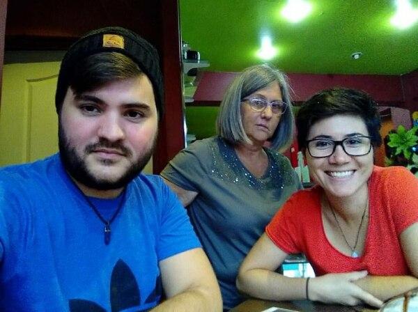 Daniel Quirós y su hermana Alejandra cuentan con el apoyo de su madre en la lucha por alcanzar sus sueños de conformar un hogar junto a las personas del mismo sexo que aman. Foto: Cortesía