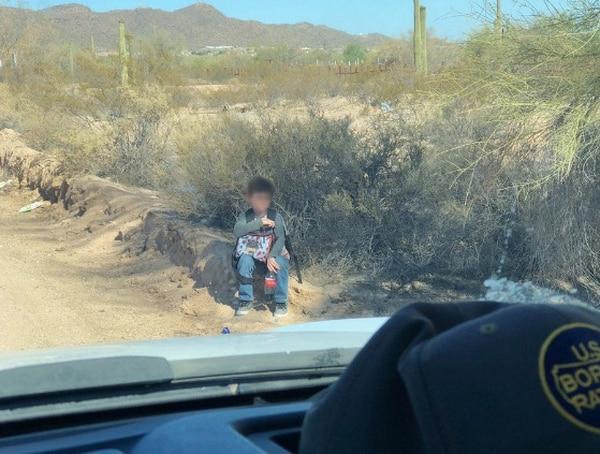 El pequeño fue encontrado por oficiales estadounidenses. Crédito: Customs and Border Proteccion.