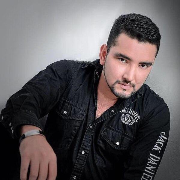 El cantante nacional Jecsinior Jara está sin trabajo desde el pasado 6 de marzo . Fotografía: Facebook.