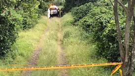 Hallan a dos hombres asesinados dentro de un carro en un cafetal