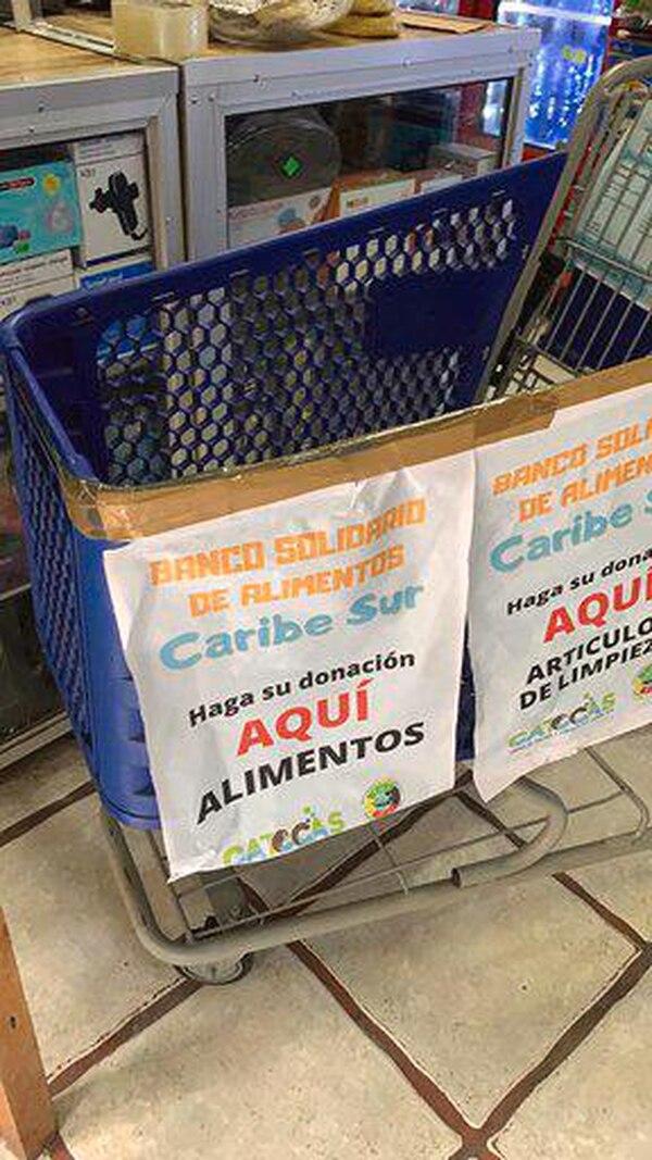 Fuera de supermercados se han puesto estos carritos y la gente los llena de jamita. Cortesía.