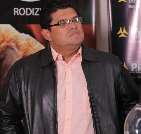 Roy Barrantes, señala que ya es hora de que el fútbo regrese, para poder seguir contando con sus socios publicitarios. Foto Jeffrey Zamora