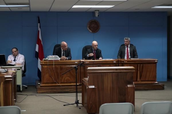 El juez Freddy Arias fue quien explicó la decisión del Tribunal. Foto: Alonso Tenorio.