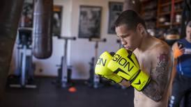 """(Video) Esposa del boxeador David """"Medallita"""" Jiménez le ayuda con los entrenamientos"""