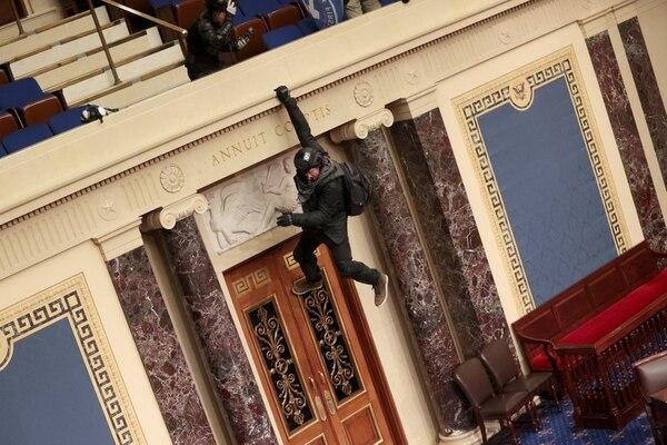 Los violentos anduvieron por donde les dio la gana. AFP
