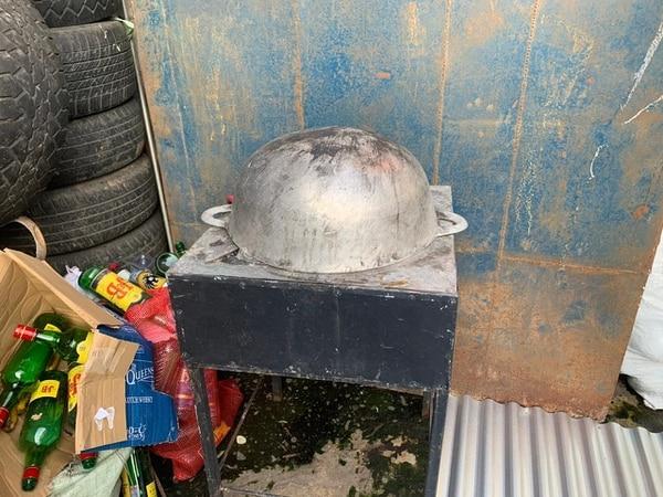 El guaro lo preparaban en condiciones cero higiénicas. Foto: PCF