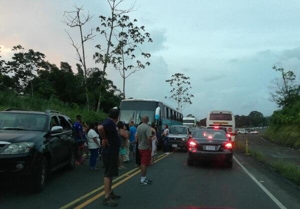 Los bloqueos se han mantenido fuertemente en la ruta 32 que comunica San José con Limón. Foto de Reiner Montero