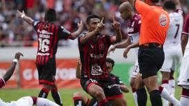 Mariano Torres y Alex López están en la mira de sus aficionados