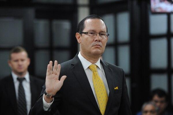 Gamboa compareció el 24 de octubre anterior ante los diputados que investigaron el cementazo. Foto Melissa Fernández.