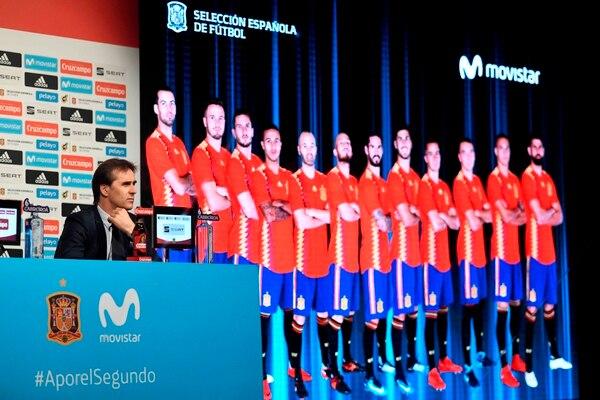 Julen Lopetegui anunció este lunes, los 23 jugadores españoles convocados al Mundial. / AFP PHOTO / GABRIEL BOUYS