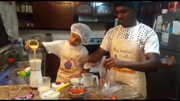 Anderson Andrade se cuadra con su hija a hacer helados durante buen parte de su tiempo. Foto: Cortesía.