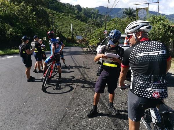 La Fuerza Pública encontró colaboración entre los ciclistas que fueron prevenidos. Foto Fuerza Pública