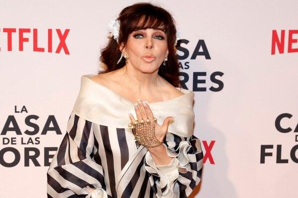 La presentadora Yolanda Andrade dejó entrever en una entrevista que le hicieron que hace 20 años atrás se casó con Verónica Castro. Archivo