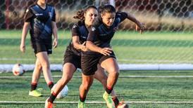Campeonas del fútbol femenino abren torneo en el Morera Soto contra Pococí